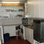 Keittiöstä löytyy mm. nopea tiskikone, kiertoilmauuni ja kahvinkeitin.