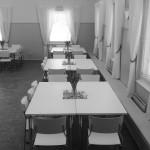Pöydät voi astella myös neliömalliin.