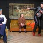 """""""Bensapumppu ja takapuoli valskaa"""" kuvassa vasemmalta Eila Taurianen, Riitta Candelin ja Pete Iisakka"""